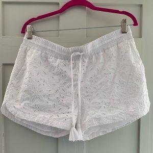 Vineyard vines white lace shorts
